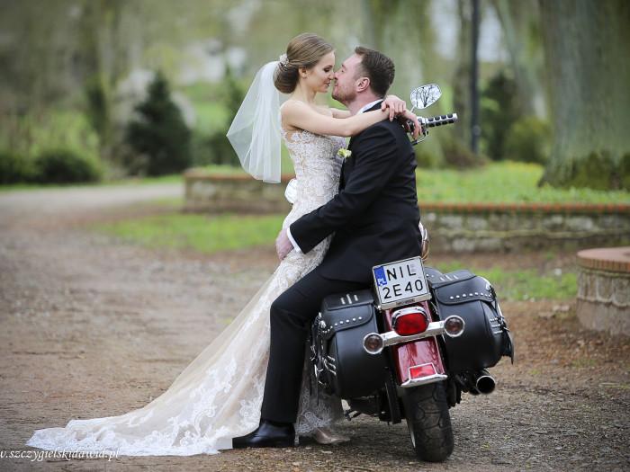 Dominika i Bartosz ślubnie
